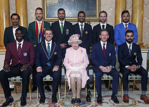 वर्ल्ड कप शुरू होने से पहले कप्तानों से मिलीं क्वीन एलिजाबेथ