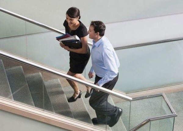 लिफ्ट नहीं सीढ़ियां यूज करें