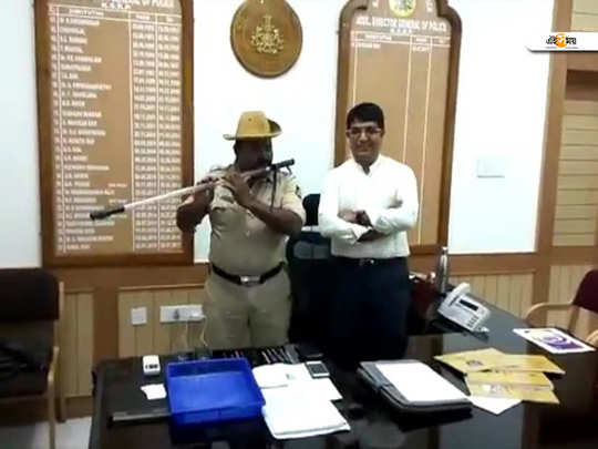 A constable posted at the Hubli Rural police station has converted his fibre baton into a flute