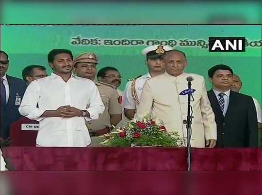 பிளவுப்பட்ட ஆந்திராவின் இரண்டாவது முதல்வராக பதவியேற்றார் ஜெகன்மோகன் ரெட்டி