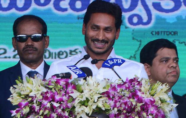 जानें, कैसा रहा है आंध्र के नए CM जगनमोहन रेड्डी का राजनैतिक सफर