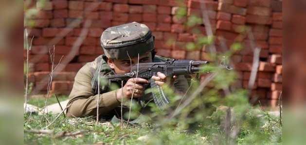 J&K: शोपियां में सुरक्षाबलों ने आतंकियों को घेरा, मुठभेड़ जारी