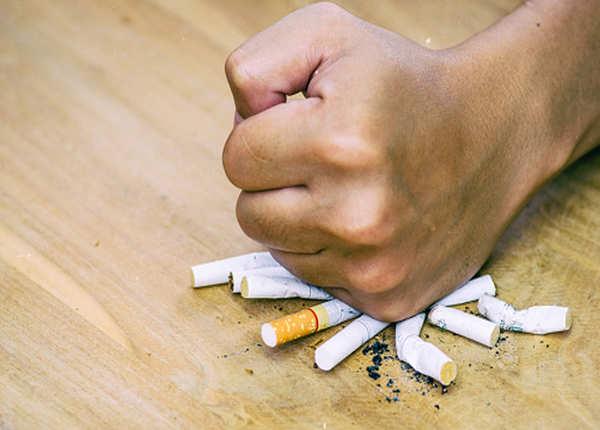 सिगरेट पीते हैं तो रोजाना खाएं स्मोकर्स डायट, रहेंगे हेल्दी