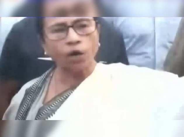 ममता के काफिले के सामने 'जय श्रीराम' के नारे लगाने वाले 10 गिरफ्तार