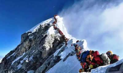दुनिया की सबसे ऊंची चोटी पर 'ट्रैफिक जाम' जैसे हालात हो गए थे