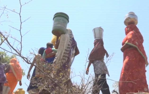 प्रयागराज: पीने के पानी की किल्लत से गांव के लोग परेशान