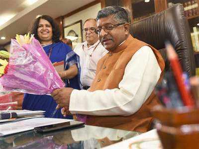 दूर संचार मंत्री रविशंकर प्रसाद।