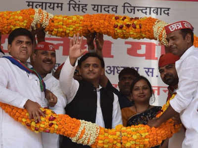 चुनाव जीतने के बाद पहली बार आजमगढ़ पहुंचे अखिलेश यादव