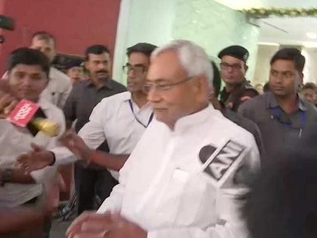 नीतीश कुमार ने गिरिराज के बयान का किया पलटवार