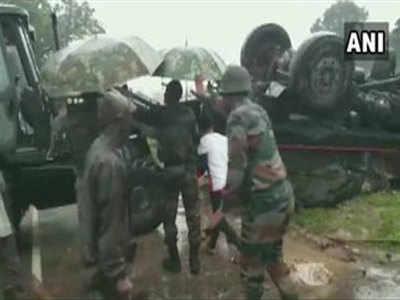 सेना का वाहन पलटने से दो जवानों की मौत