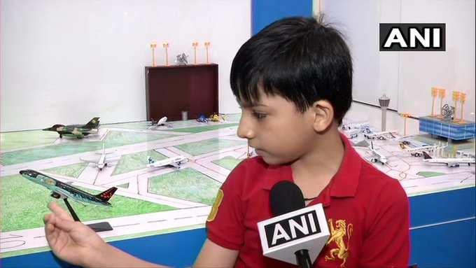 வீட்டுக்குள் விமான நிலையத்தை வடிவமைத்த 9 வயது சிறுவன்