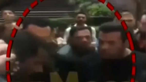 on cam salman khan slaps security guard who misbehaved with child