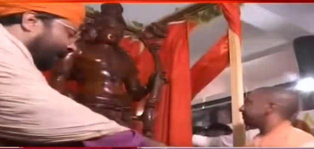 यूपी सीएम ने अयोध्या में राम मूर्ति का किया अनावरण