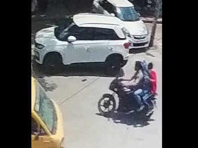 सीसीटीवी कैमरे में कैद हुए बदमाश