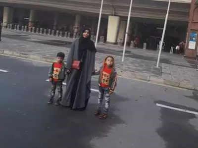 लाहौर में अपने बच्चों के साथ सुमैरा