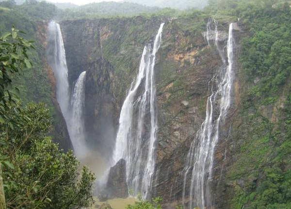 पचमढ़ी: बारिश में पर्यटकों से हो जाता है गुलजार