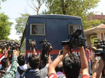 कठुआ मामला: 3 आरोपियों को उम्रकैद, तीन को पांच साल की सजा