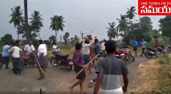 tdp and ysrcp activists fight in east godavari