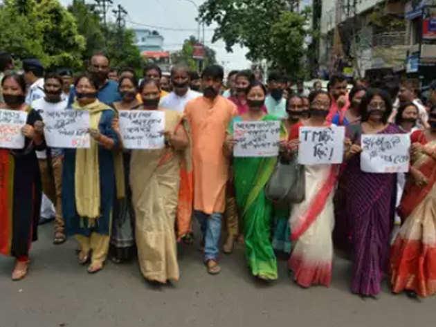 बीजेपी कार्यकर्ताओं ने पश्चिम बंगाल में मनाया ब्लैक-डे