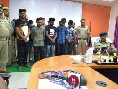 पुलिस ने आठ लोगों को अरेस्ट किया है