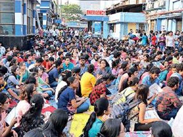 कोलकाता: मरीज की मौत पर परिजनों ने डॉक्टरों को पीटा, राज्य के सभी सरकारी अस्पताल हड़ताल पर