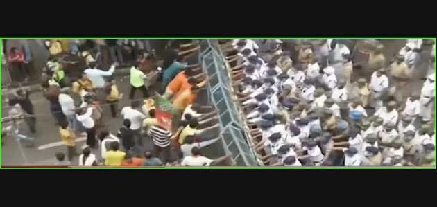 पश्चिम बंगाल: कोलकाता में बीजेपी के मार्च पर पुलिस का लाठीचार्ज, आंसू गैस