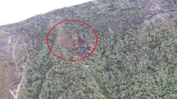 an 32 crash experts say plane crashed just before it was about to cross the hill