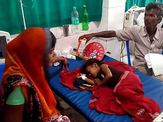 अस्पताल में भर्ती बच्चा