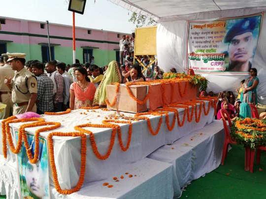 पैतृक गांव में किया गया अंतिम संस्कार