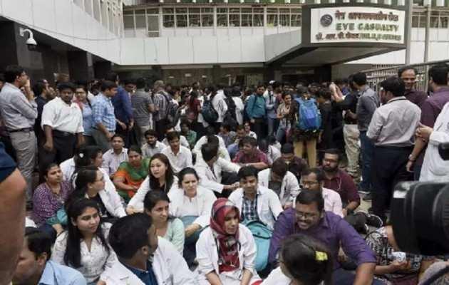 दिल्ली के AIIMS अस्पताल में डॉक्टरों की हड़ताल, मरीज बेहाल