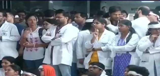 पश्चिम बंगाल में विरोध प्रदर्शन जारी, 550 डॉक्टरों का इस्तीफा