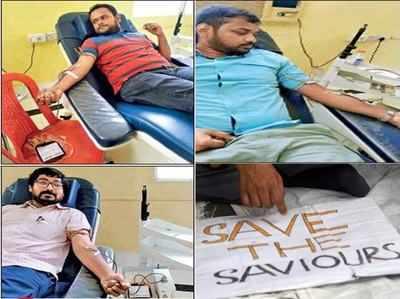 कोलकाता में डॉक्टरों ने किया रक्तदान