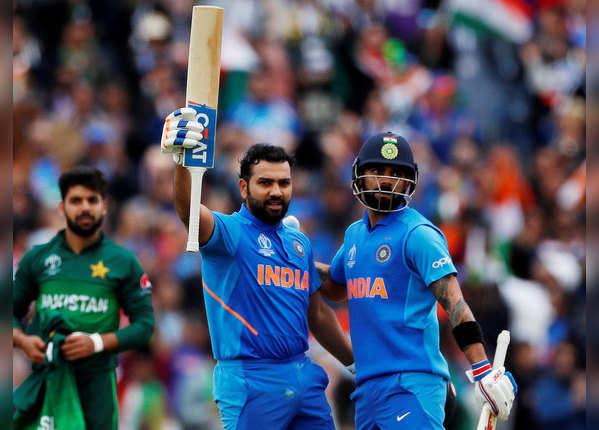रोहित ने जड़ा शतक, टीम इंडिया की नजर 300 पार