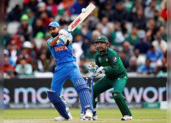विराट की उम्दा पारी, भारत ने पाक को दी 337 रन की चुनौती