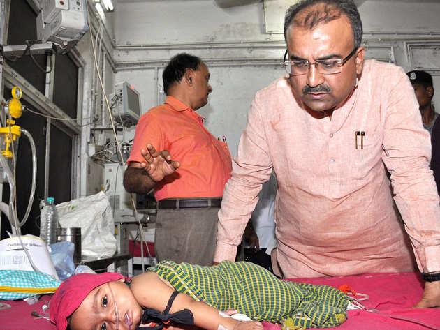 बच्चों की मौत का आंकड़ा लगातार बढ़ रहा