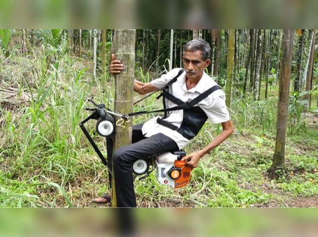 इस 'बाइक' से सेकंडों में चढ़ सकते हैं नारियल या सुपारी के पेड़ पर