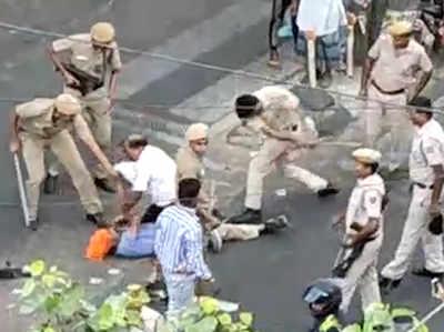 दिल्ली में टेम्पो चालक की पिटाई करने के बाद 3 पुलिसवाले ससपेंड