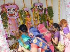 jalabhishek rituals performed in jagannath temple of varanasi
