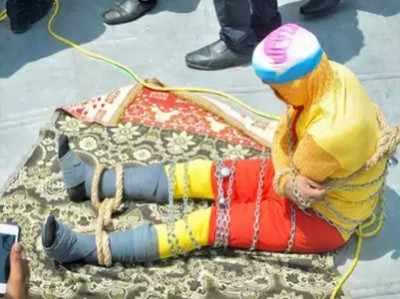 कोलकाता:  जादूगर हैरी हुडिनी का करतब करते जादूगर की नदी में डूबकर हुई मौत