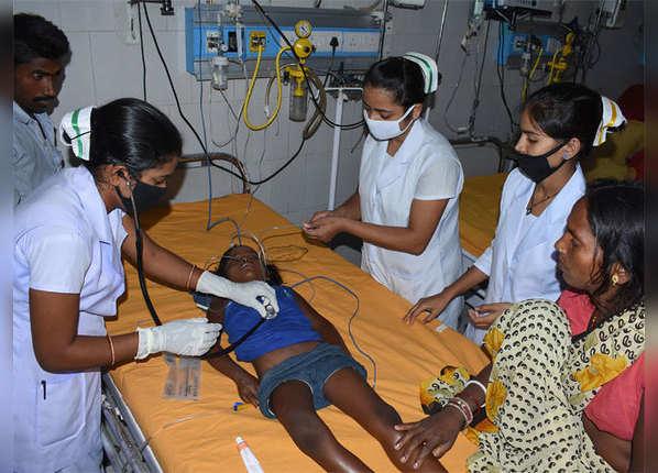 डॉक्टर-नर्सों से कई गुना ज्यादा बीमार बच्चे