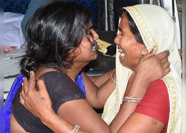 बिहार में मौत से जूझते बच्चे, आंखें नम कर देंगी ये तस्वीरें