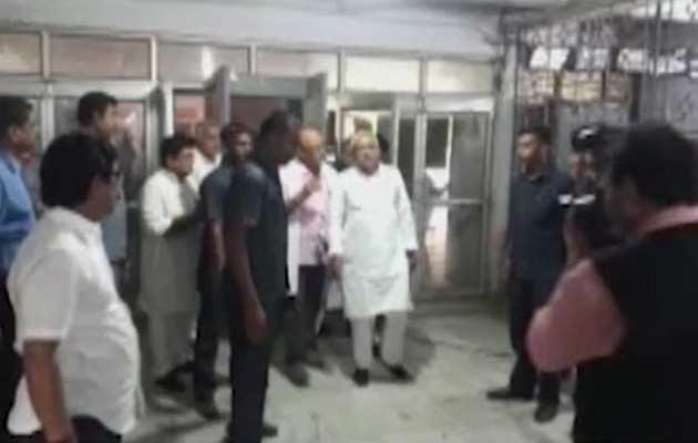 चमकी बुखार: 18 दिन बाद मुजफ्फरपुर में हालात का जायजा लेने पहुंचे नीतीश, अस्पताल के बाहर जबर्दस्त विरोध प्रदर्शन