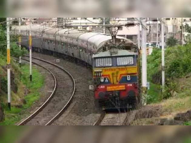 रेलवे कुछ खास रूट्स पर ट्रेन संचालन के लिये निजी कंपनियों को देगा न्योता
