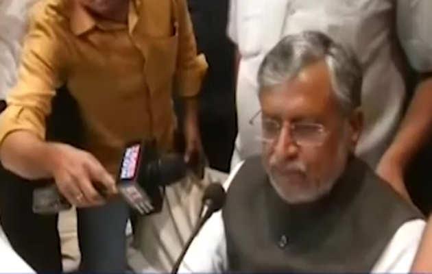 बिहार के उपमुख्यमंत्री सुशील मोदी ने चमकी बुखार से हुई मौतों पर जवाब से किया इंकार
