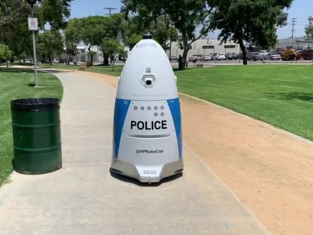 अपराध से लड़ने के लिए कैलिफॉर्निया में तैनात किए गए रोबोट पुलिस