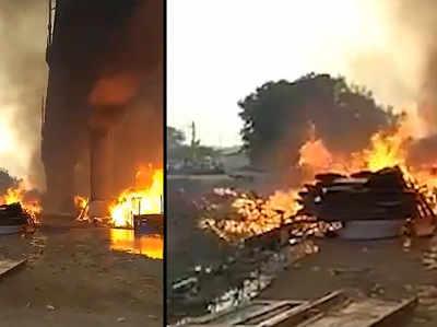 दिल्ली मेट्रो के कालिंदी कुंज मेट्रो स्टेशन के पास फर्नीचर मार्केट में भीषण आग