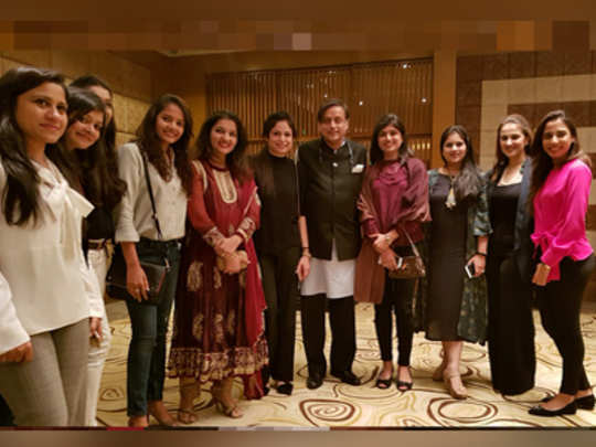 Shashi-Tharoor-with-pakista