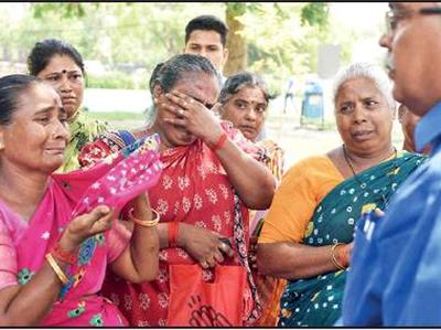 लापता लोगों के परिवार वालों का रो-रोकर बुरा हाल