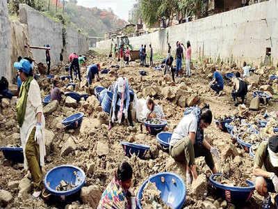 मीठी नदी को साफ करने का चल रहा अभियान
