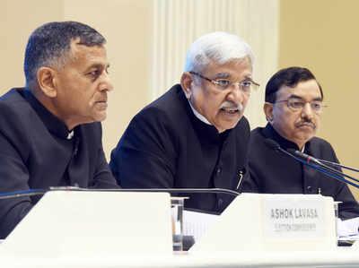 चुनाव आयुक्त अशोक लवासा, CEC सुनील अरोड़ा और आयुक्त सुशील चंद्र (बाएं से दाएं)